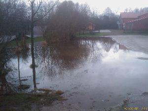 Parkplatz bei der Feuerwehr Fischerhude, Regenwetter